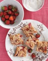 garden-party-rhubarb-cake-md107635_vert
